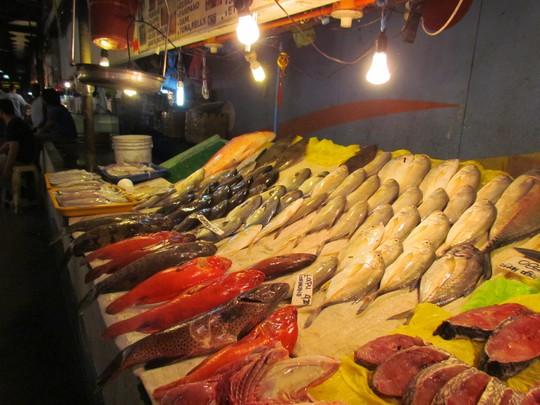 Đủ loại cá ở chợ hải sản Philippines
