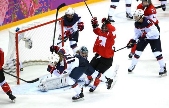 Canada lội ngược dòng thắng Mỹ trong trận chung kết khúc côn câu cầu nữ. Ảnh: AP