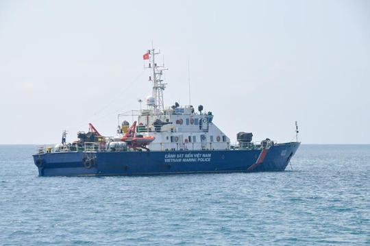Tàu của lực lượng cảnh sát Biển Việt Nam vẫn kiên cường bám trụ, bảo vệ chủ quyền lãnh hải