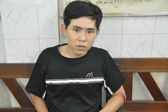 Đối tượng Huỳnh Quốc Cường bị cảnh sát hình sự bắt tại cơ quan công an