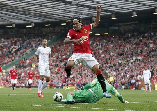 Falcao bỏ lỡ một cơ hội ghi bàn cho M.U