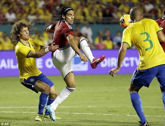 Falcao ra sân trong trận Colombia thua Brazil hôm 6-9