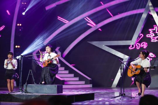 Cô giáo về hưu Huỳnh Mai vẫn trẻ trung nhưng hát không bằng tiết mục ở vòng loại