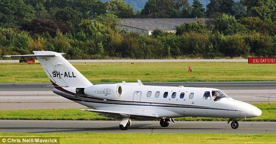 Chuyên cơ chở Falcao đến Manchester hôm 1-9