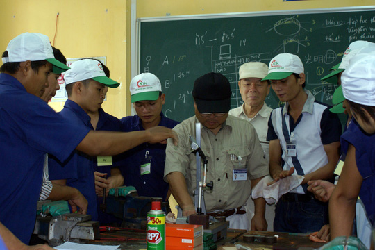 Sinh viên Trường Cao đẳng nghề TP HCM trong giờ thực hành