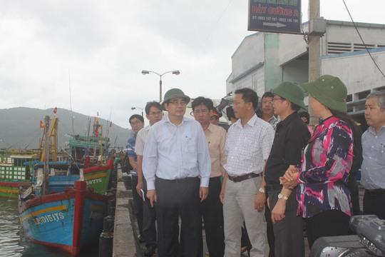 Bộ trưởng Cao Đức Phát thị sát tình hình chống bão tại Miền Trung