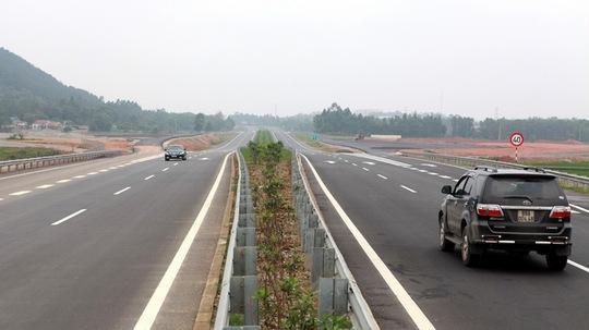 Đường cao tốc Nội Bài- Lào Cai được đưa vào khai thác sẽ giúp thời gian lưu thông từ Hà Nội lên khu du lịch Sa Pa (Lào Cai) giảm một nửa so với hiện nay.