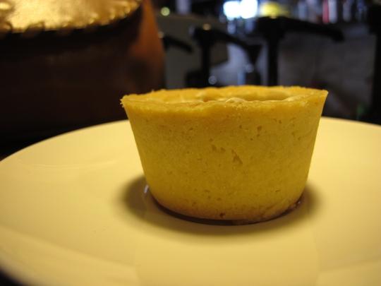 Lớp bánh vừa đủ xốp để thấm chút cà phê mà không bị thấm quá nhanh.