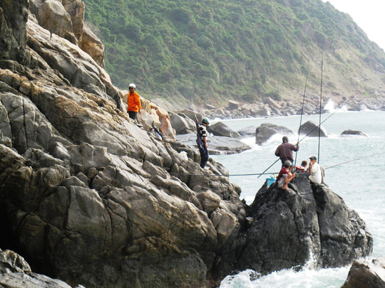 Gành Lồ Ồ (xã Hòa Xuân Nam, huyện Đông Hòa, Phú Yên) nơi câu được nhiều cá biển