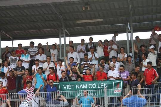 Nơi nào có U19 Việt Nam thi đấu, các CĐV cũng có mặt cổ vũ