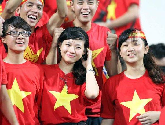 Những CĐV xinh đẹp và nhiệt tình của U19 Việt Nam