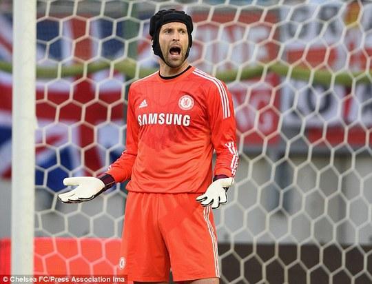 Thủ môn Cech phải cố gắng nhiều hơn nếu không muốn ngồi dự bị