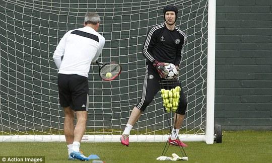 Petr Cech vẫn là số 1 ở Chelsea