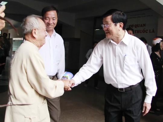 Chủ tịch nước Trương Tấn Sang tiếp xúc cử tri quận 4 sáng 15-10