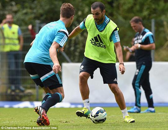 Tân binh Fabregas, người được HLV thuyết phục về Chelsea thay vì Arsenal như lựa chọn ban đầu
