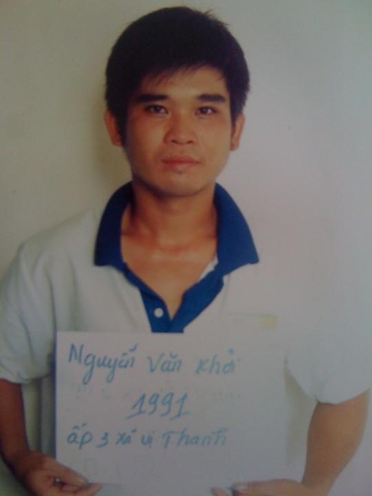 Trên đường về nhà, Nguyễn Văn Khởi đã hiếp dâm một phụ nữ bên lề đường