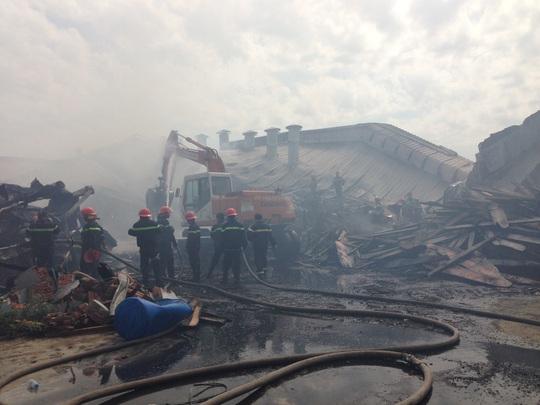 Nhà xưởng công ty đổ sập hoàn toàn