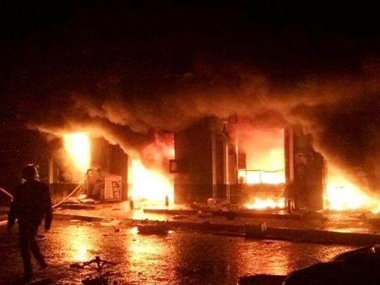 Vụ hỏa hoạn nghiêm trọng xảy ra từ khoảng 19 giờ 30 ngày 19-3, điểm bùng phát tại tầng 1 của chợ Phố Hiến nằm ở trung tâm phường Hồng Châu, TP Hưng Yên, tỉnh Hưng Yên.