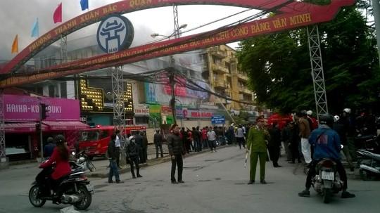 Vụ cháy xảy ra vào khoảng 9 giờ sáng nay tại nhà hàng Upstairs trên đường Nguyễn Qúy Đức, Thanh Xuân (Hà Nội)
