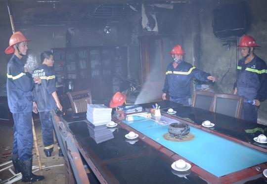 Lực lượng PCCC khống chế, dập tắt được hoàn toàn đám cháy