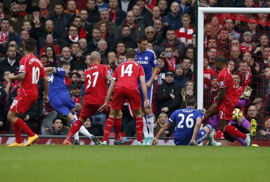 Với nhiều cầu thủ cao to chơi ở hàng thủ, Chelsea không chỉ không ngại bóng bổng mà còn có thêm phương án phá thế bế tắc