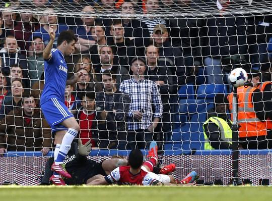Oscar trong bàn nâng tỉ số 4-0