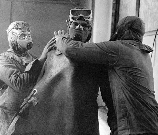 Nhân viên tham gia hoạt động khắc phục hậu quả. Ảnh: RIA Novosti