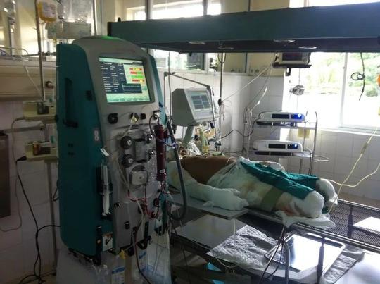 chiến sĩ Đinh Văn Dương đang được điều trị tích cực