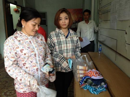 Chị Vân Anh và chị Thu Thủy từ quận 2 sang quận 8 để tặng sữa và quần áo cho cháu bé bị bỏ rơi, nhưng không may bị CSGT thổi phạt vì lưu thông sai đường.