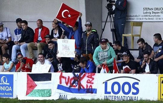 Nhóm CĐV Thổ Nhĩ Kỳ ủng hộ người Palestine