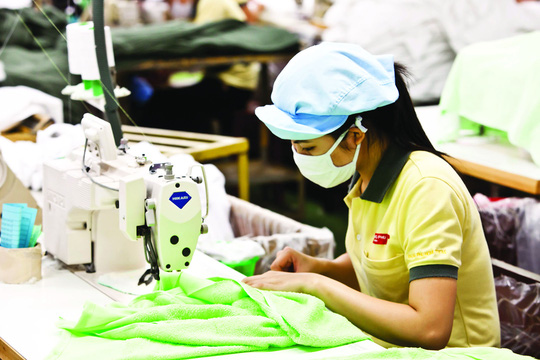 Được ổn định việc làm và phúc lợi nên công nhân Tổng Công ty CP Phong Phú an tâm gắn bó lâu dài
