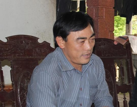 Ông Lê Văn Lợi - Chủ tịch UBND xã Đức Hương - trao đổi với phóng viên
