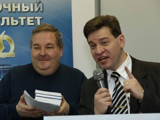 Ông Vladimir Kolotov (phải), Trưởng bộ môn lịch sử các nước phương Đông thuộc đại học tổng hợp quốc gia Saint-peterburg