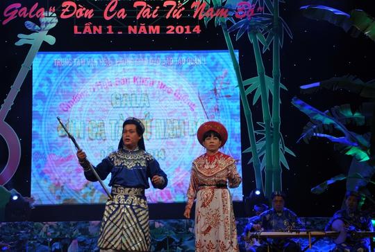 Trích đoạn Tiếng trống Mê Linh (soạn giả Việt Dung, Vĩnh Điền): do thầy Trần Đình Thọ (Thi Sách) và cô Nguyễn Thị Hồng Vân (Trưng Trắc) - trường PTTH Đức Trí biểu diễn.