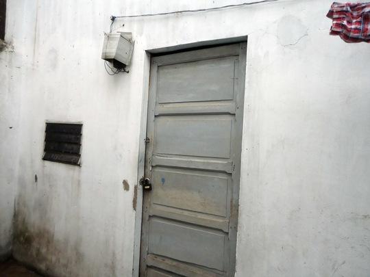 Căn nhà trọ - nơi chị T. được phát hiện chết trong phòng Ảnh: XUÂN DANH