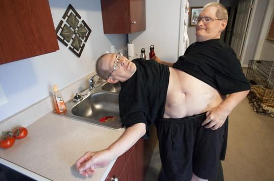 Cặp song sinh 62 tuổi Donnie và Ronnie Galyon