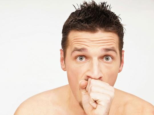 Mặc dù không gây nguy hại nhiều nhưng những cơn ho như vậy sẽ khiến bạn cảm thấy lúng túng khi đang trong cuộc họp hoặc ở nơi công cộng