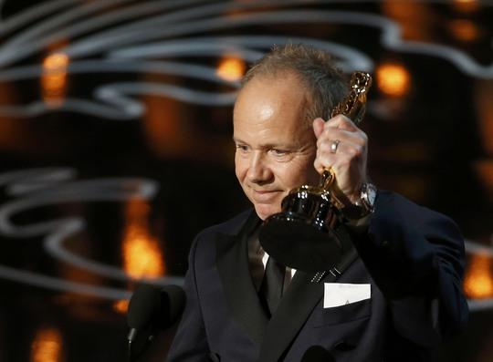 Glenn Freemantle đại diện lên nhận tượng Oscar hạng mục Hoà âm phối khí