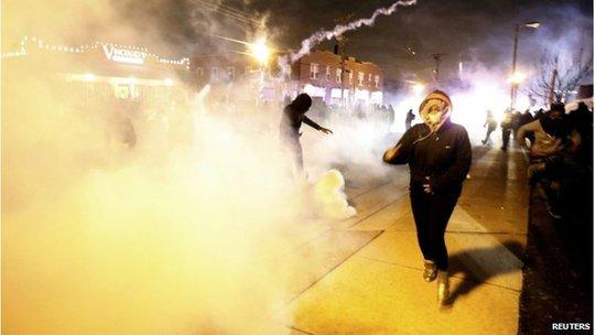 ...và giải tán đám đông bằng hơi cay. Ảnh: Reuters