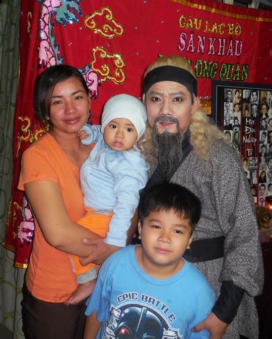Gia đình nghệ sĩ Chấn Cường trong ngày mừng thọ cha - NS Chấn Đạt