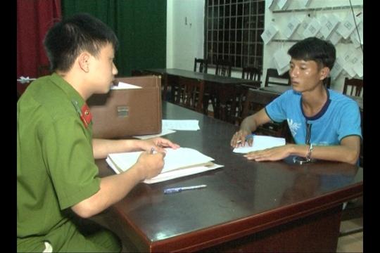 Công an làm việc với nghi phạm Nguyễn Tấn Sơn