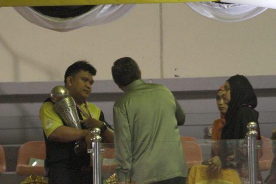 Chiếc cúp Hassanal Bolkiah đã được mang đến SVĐ