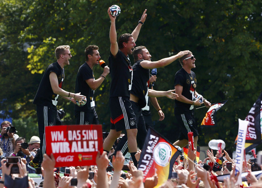 Hàng trăm ngàn CĐV Đức đón nhà vô địch về nước