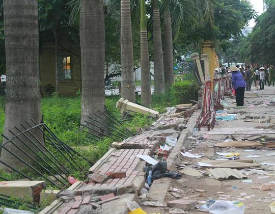 Cảnh tượng hoang tàn sau cơn thịnh nộ của CĐV