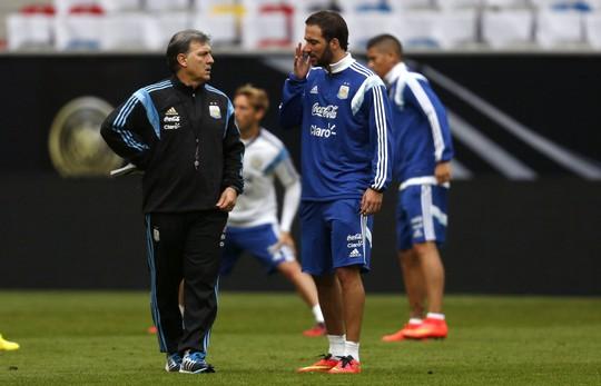 Vắng Messi, nhiệm vụ ghi bàn sẽ đặt lên vai Higuain