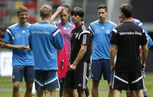 Thầy trò HLV Loew chuẩn bị cho trận tái đấu với Argentina