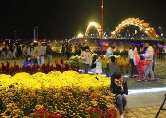 Bờ sông Hàn tràn ngập sắc xuân đêm giao thừa