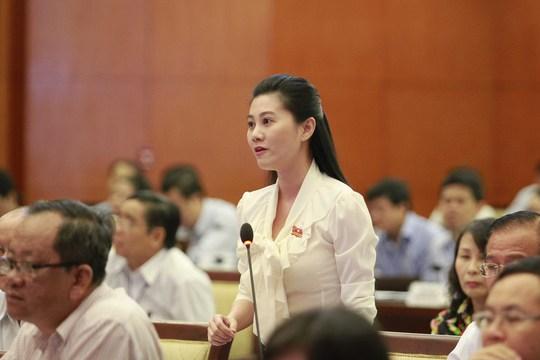 Đại biểu Nguyễn Ngọc Quế Trân chất vấn về việc quản lý báo mạng