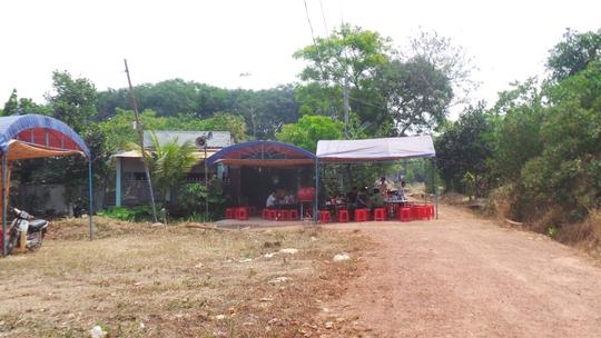 Gia đình nạn nhân dựng rạp tổ chức ma chay cho ông Thọ.