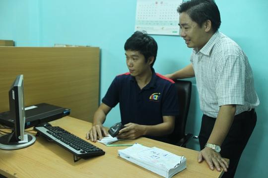 Anh Lương Quốc Huy, Công ty CP Truyền hình cáp Saigontourist (bìa phải), thiết kế phần mềm quản lý khách hàng bằng mã vạch, tiết kiệm cho doanh nghiệp 300 triệu đồng/năm